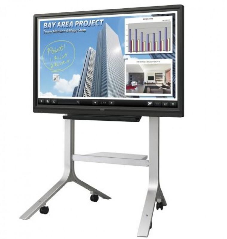 Egyszerre négyen írhatnak a Sharp új okos monitorára